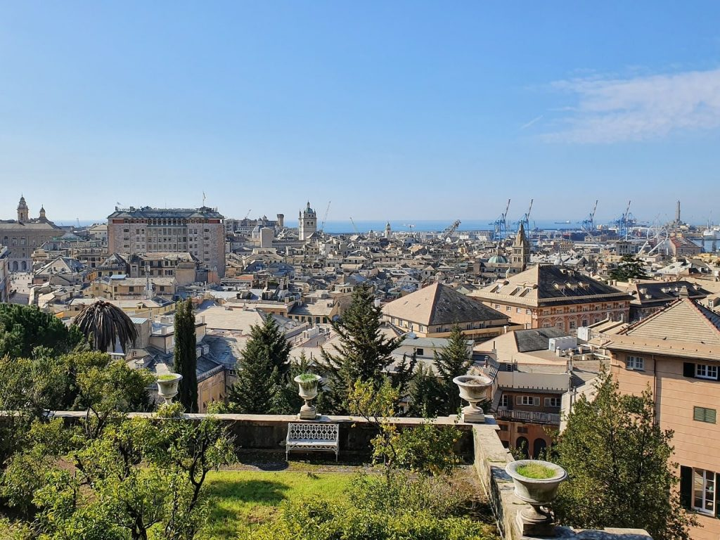 Genova vista da terrazza porto lanterna