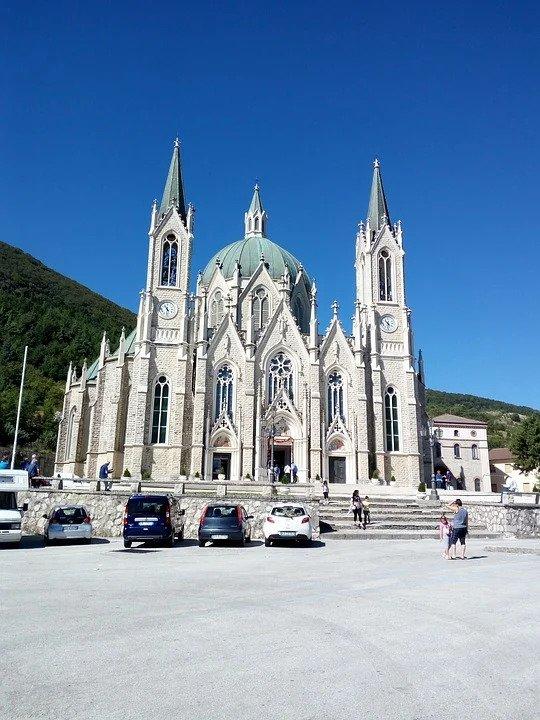 Molise: Santuario di Castel Petroso